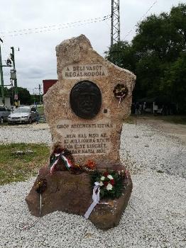 Széchenyi Emlékhely önerőből  Aligán